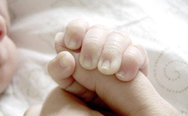 Bebek Hemşiresi Ayşe Öner Yanıtlıyor; Bebek Tırnağı Nasıl Kesilir?