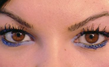 Mavi Renkli Göz Makyajı