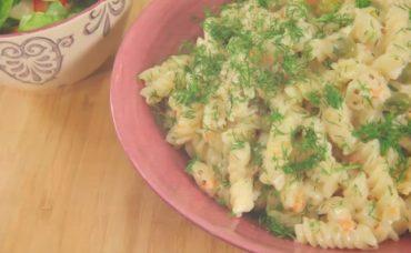 Yoğurtlu Hardallı Makarna Salatası Tarifi
