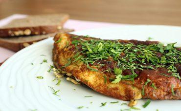 Sebzeli ve Peynirli Omlet Tarifi