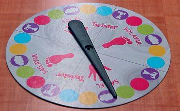 Yılbaşı Gecesi Twister Oynuyoruz