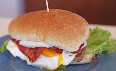 Uruguay Usulü Dev Sandviç; Chivito Tarifi