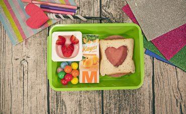 Sevgi Dolu Minik Kalplere Özel Beslenme Çantası