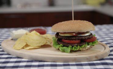 Uzman Kasap Hamburger Köftesi ile İki Katlı Hamburger