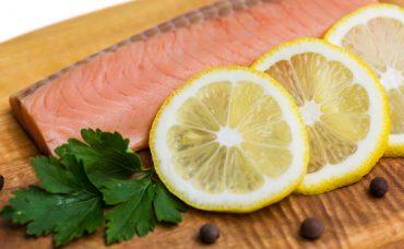 Balık Kokusunu Elimizden Limonla Nasıl Çıkartırız?