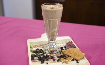 Laktozsuz Süt ile Bisküvili Damla Çikolatalı Shake Tarifi
