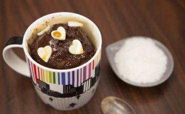 Bardakta Karamelli Çikolatalı Kek Tarifi
