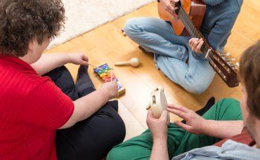 Oyun Terapisi Hangi Problemlerin Çözümünde Kullanılır?