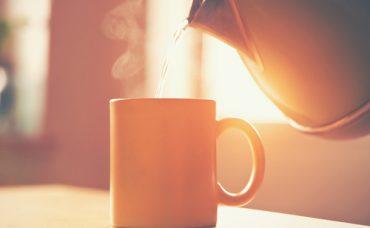 Sabah Aç Karnına Sıcak Su İçmek Yağ Yakmaya Yardımcı Olur mu?