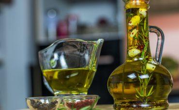 Baharatlı Zeytinyağı Nasıl Yapılır?