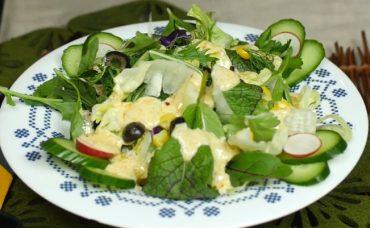 Yoğurtlu Hardallı Salata Sosu Tarifi