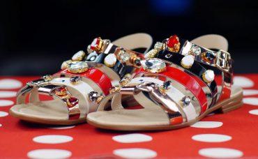 Boncuklarla Sandalet Süslemesi Nasıl Yapılır ?