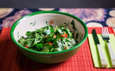 Keçi Peynirli Taze Ispanak Salatası Tarifi