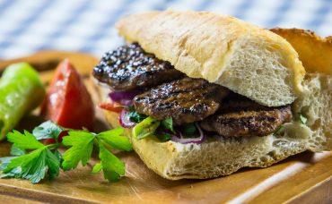 Uzman Kasap Köfte'yle Ekmek Arası Köfte Tarifi