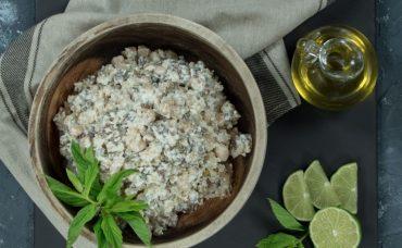 Kinoa ve Labneli Tahıl Salatası