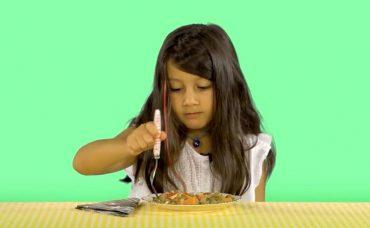 Çocuklar Deniyor: Yeşil Sebzeler