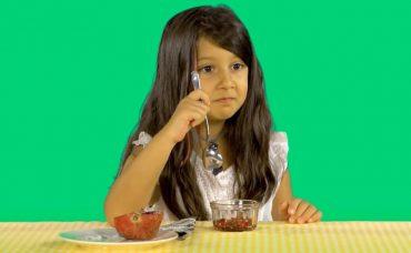 Çocuklar Deniyor: Kırmızı Meyveler