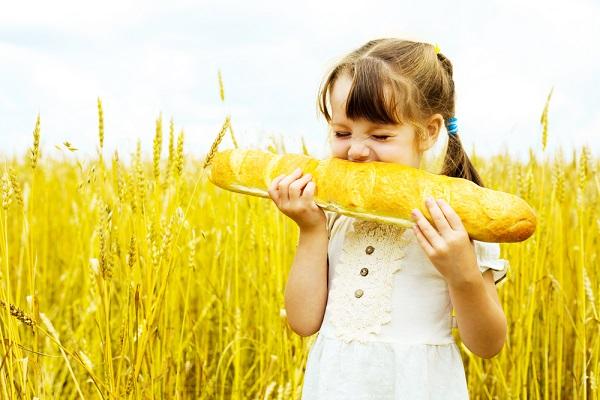 ekmek_yiyen_çocuk
