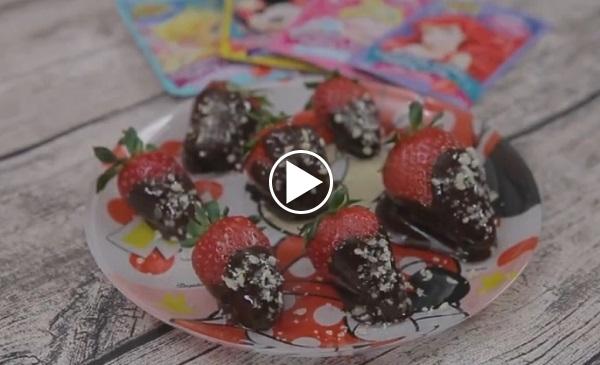 Patlayan Şekerli Çilekler