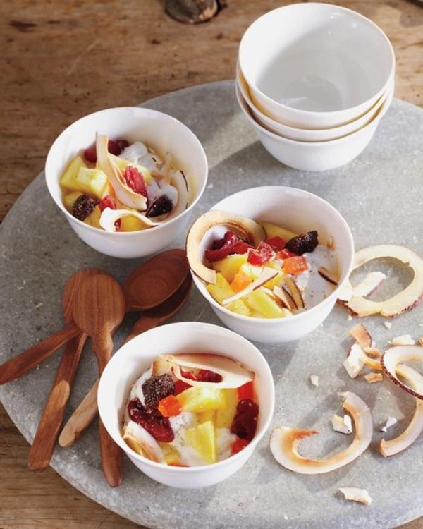 yoğurtlı meyveler