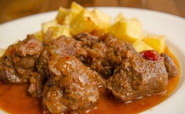 Yanına da Kızarmış Patates: Salçalı Et
