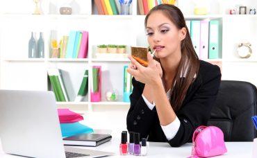 Ofiste Makyaj Yaparken Sıkça Düşülen 5 Hata
