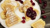 En Tatlı Sabahlara: Reçelli Waffle