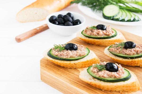 Salatalıklı Kanepe