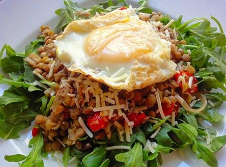 yumurtali-tarifler-salata