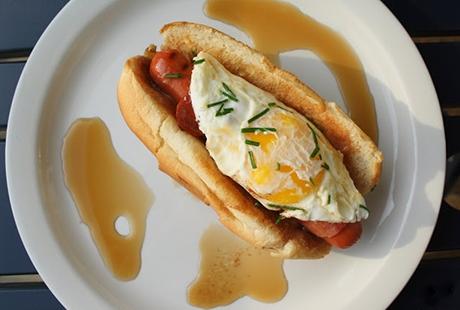 yumurtali-tarifler-sosisli-sandvic
